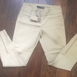 NWOT The Limited capri pants with zip detail